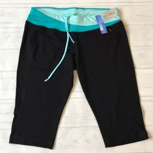 🍄Danskin NWT women's XL fitted dri more Capri